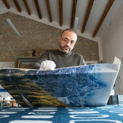 montaggio su telaio in legno delle stampe su tela